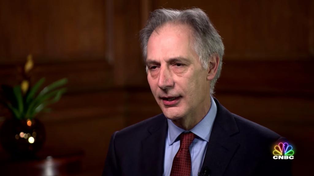 John Newton från Brittiska hälsomyndigheten intervjuas om e-cigaretter i tv-kanalen CNBC