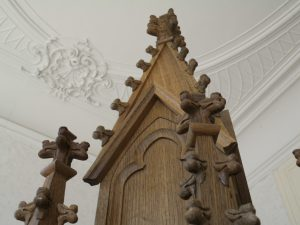 grote pinakel met gotische panelen
