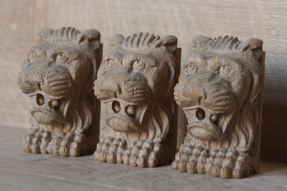 Leeuwenkopjes voor stoelen
