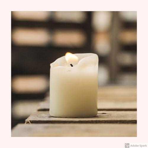Ett tänt stearinljus kan ge en fin stämning i samband med avlivning av hund eller avlivning av katt.