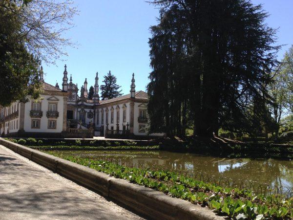 Viaja a Portugal, Casa Mateus El estanque refleja la fachada principal del Palacio