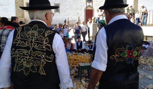 Chaquetillas del traje tradicional alentejano de hombre en la Folhada de Castelo de Vide
