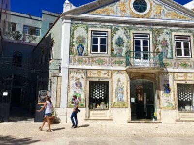 Arroios, super cool en los últimos años, ofrece a los visitantes pequeñas joyas como la emblemática tienda de Viúva Lamego
