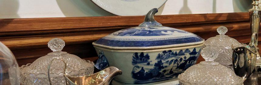 plata ceramica y cristal en una casa lusa