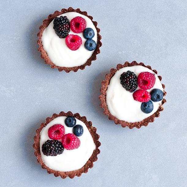 fruity tartlets, gluten free, dairy free, refined sugar free, vegan tartlets