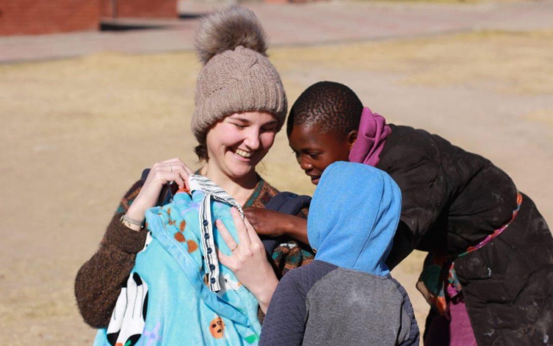 Devenir parents en mission humanitaire : Ombline & Simon