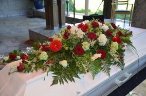 blomster_kistedekorasjon_begravelse_2015.jpg