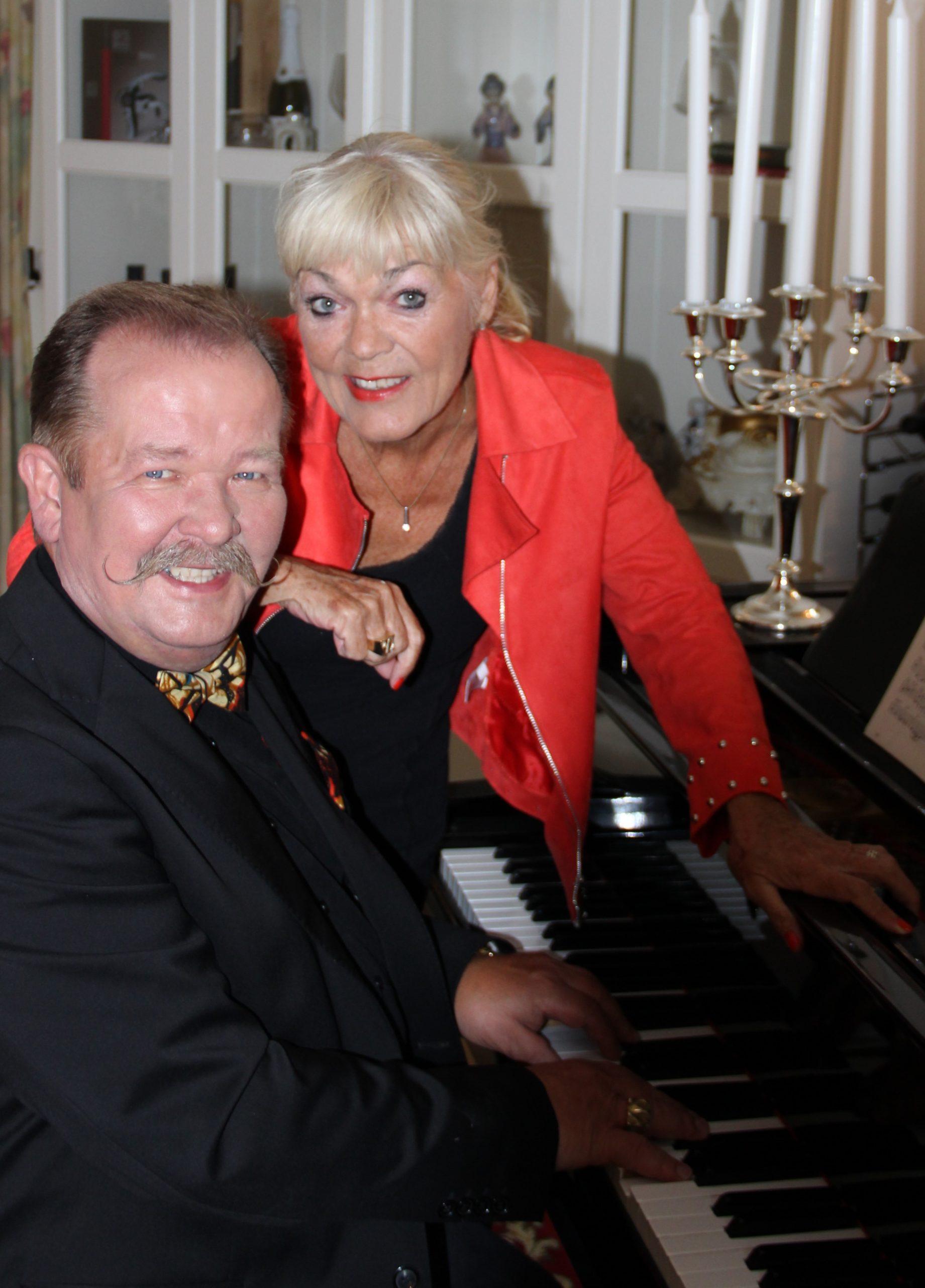Vibe og Allan ved klaveret