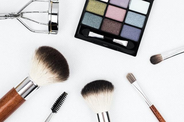 black makeup palette and brush set