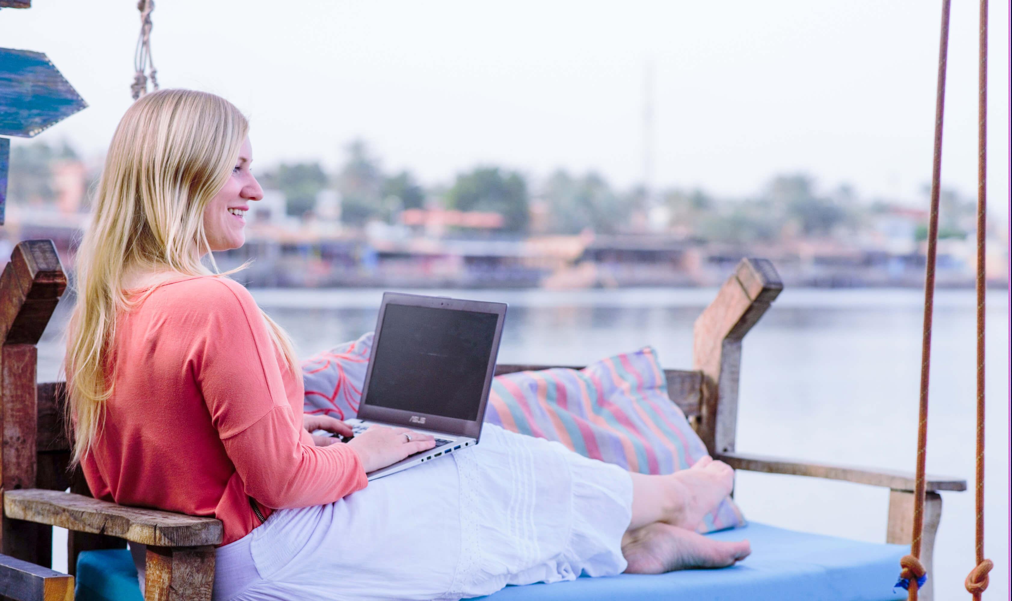 Nadine Abdussalam virtuelle Assistenz laptop