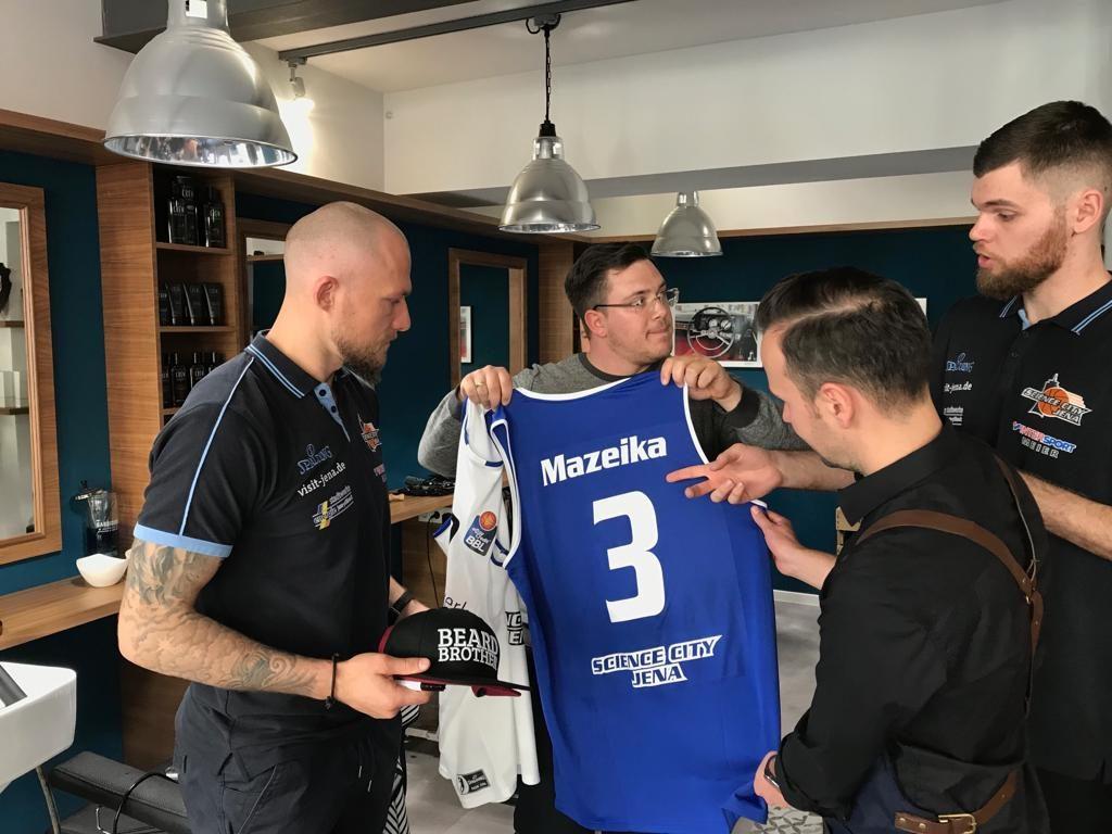 Vi Tva Hairshop und Vi Tva Sports treffen die Basketball Profis Julius Wolf und Martynas Mazeika