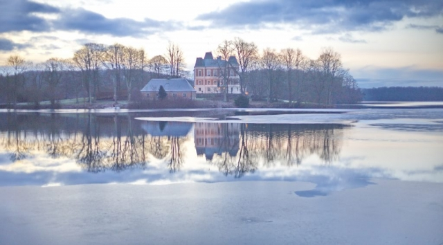 Frosty lake surrounding the beautiful Häckeberga Castle