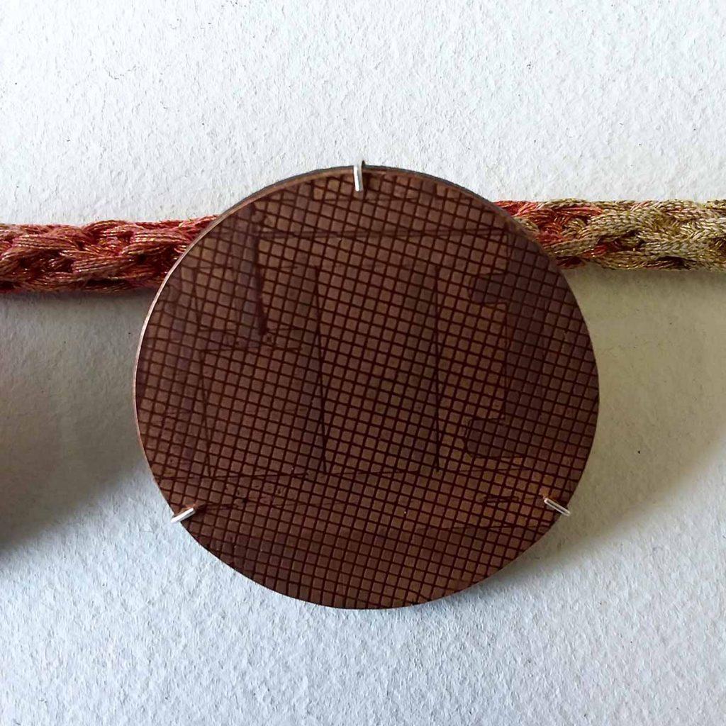 broche in koper, Jolien Holvoet -voorbeeld materialen : Metaal