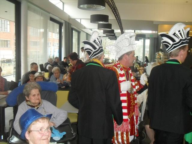 Bezoek Rusthuizen en afscheid Carnaval 2013 069