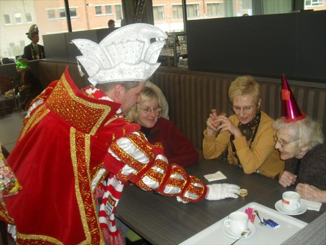 Bezoek Rusthuizen en afscheid Carnaval 2013 071