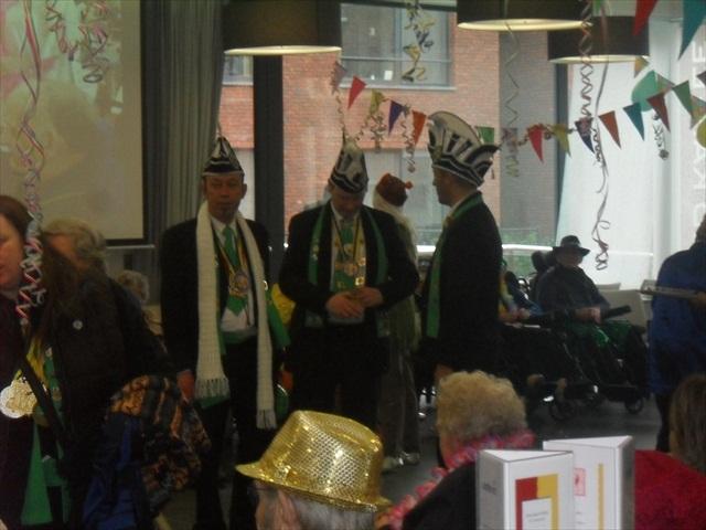 Bezoek Rusthuizen en afscheid Carnaval 2013 073