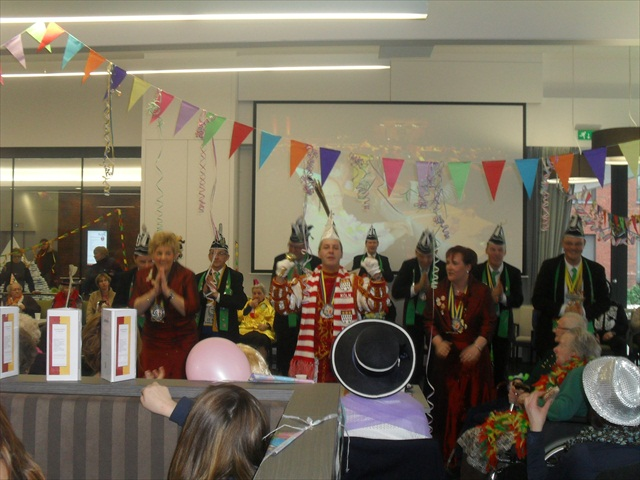 Bezoek Rusthuizen en afscheid Carnaval 2013 080
