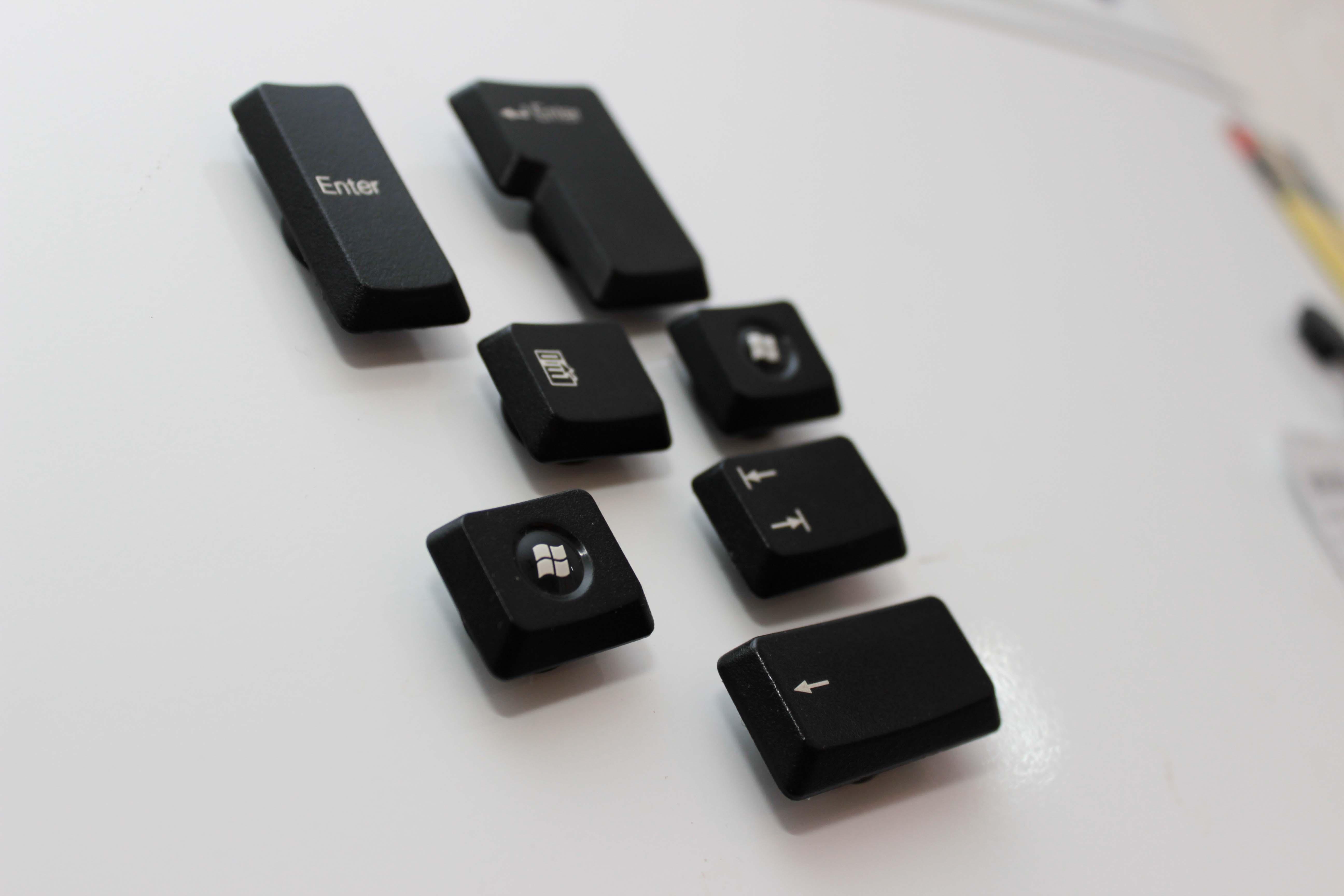 Magneter av tangentbordsknappar. Perfekt sista minuten julklapp!