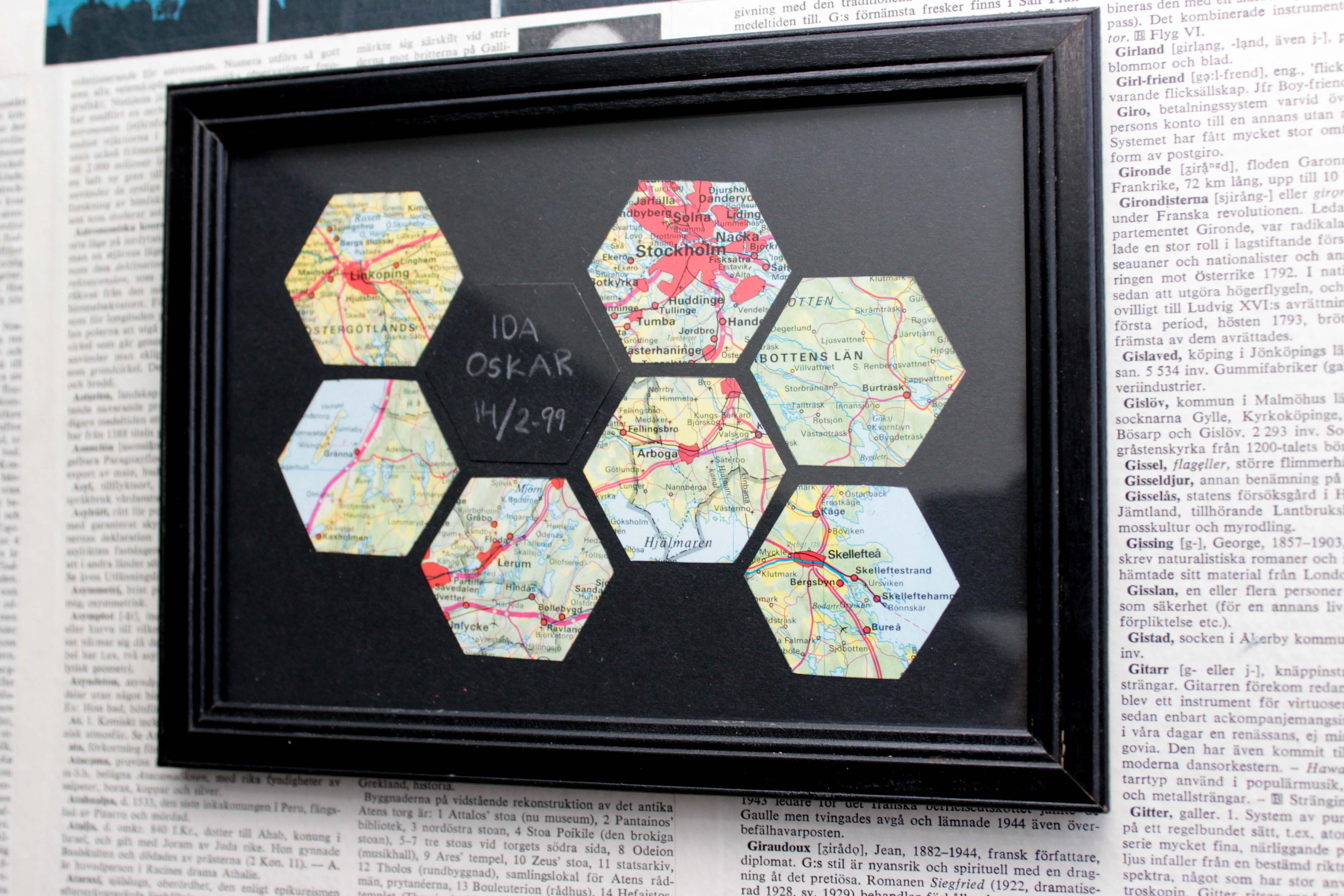 En minnestavla till alla hjärtans dag med kartor utklippta i hexagoner.