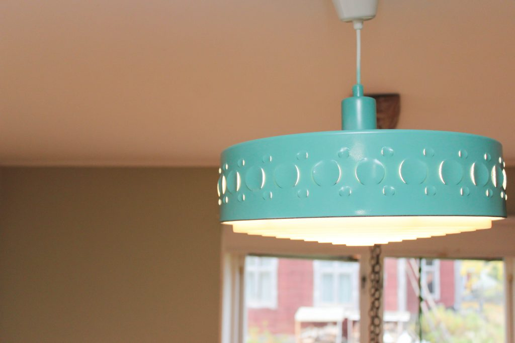 Turkos lampa. Så kan lamporna se ut när du sprejmåla lampor.