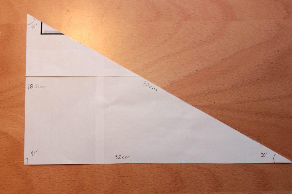 Rätvinklig triangel med alla mått till mallen. 18,5x32x37 cm och vinklarna är 60, 30 och 90 grader.