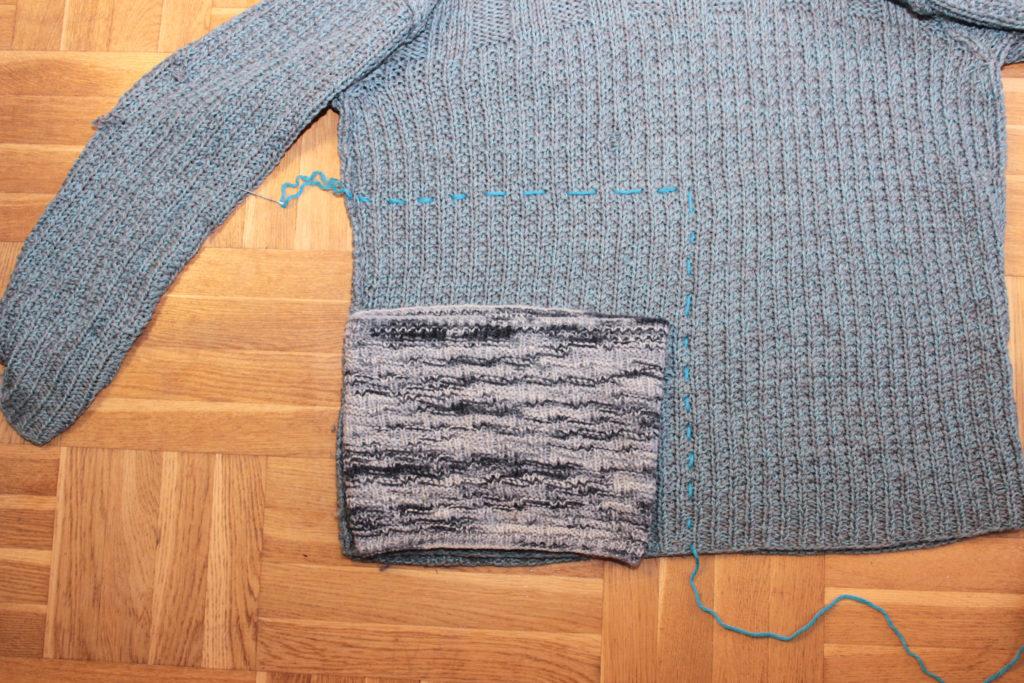 Fuskkrage som ligger på tröjan med en blå markeringstråd.
