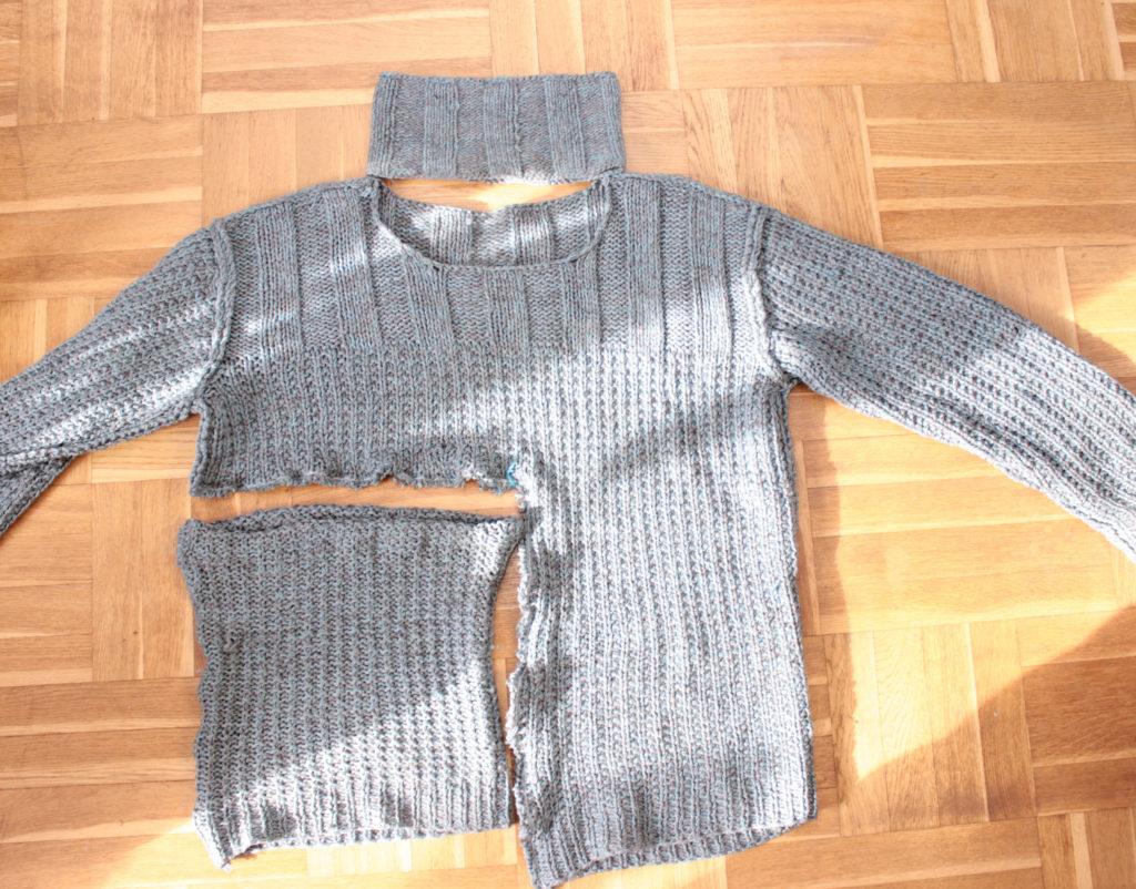 Bild på hur en tröja förvandlats till andra saker. Ett pannband och en fuskkrage.