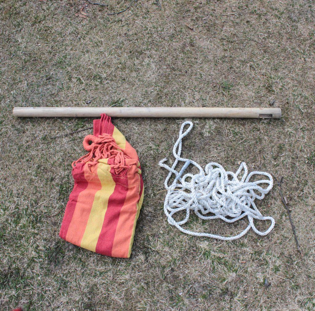 Det här behöver du till en hängstol: Tjock rundstav, rep och hängmatta
