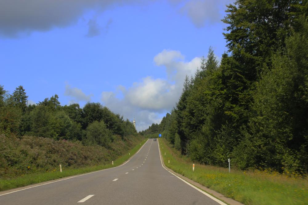Route ouverte sur la campagne