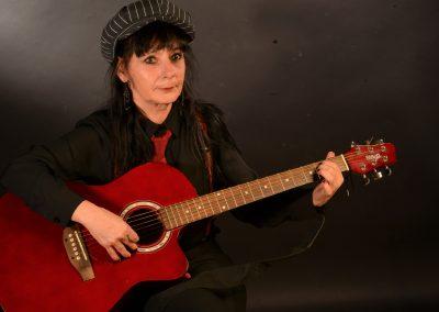 bri guitare profil - Piret brigitte