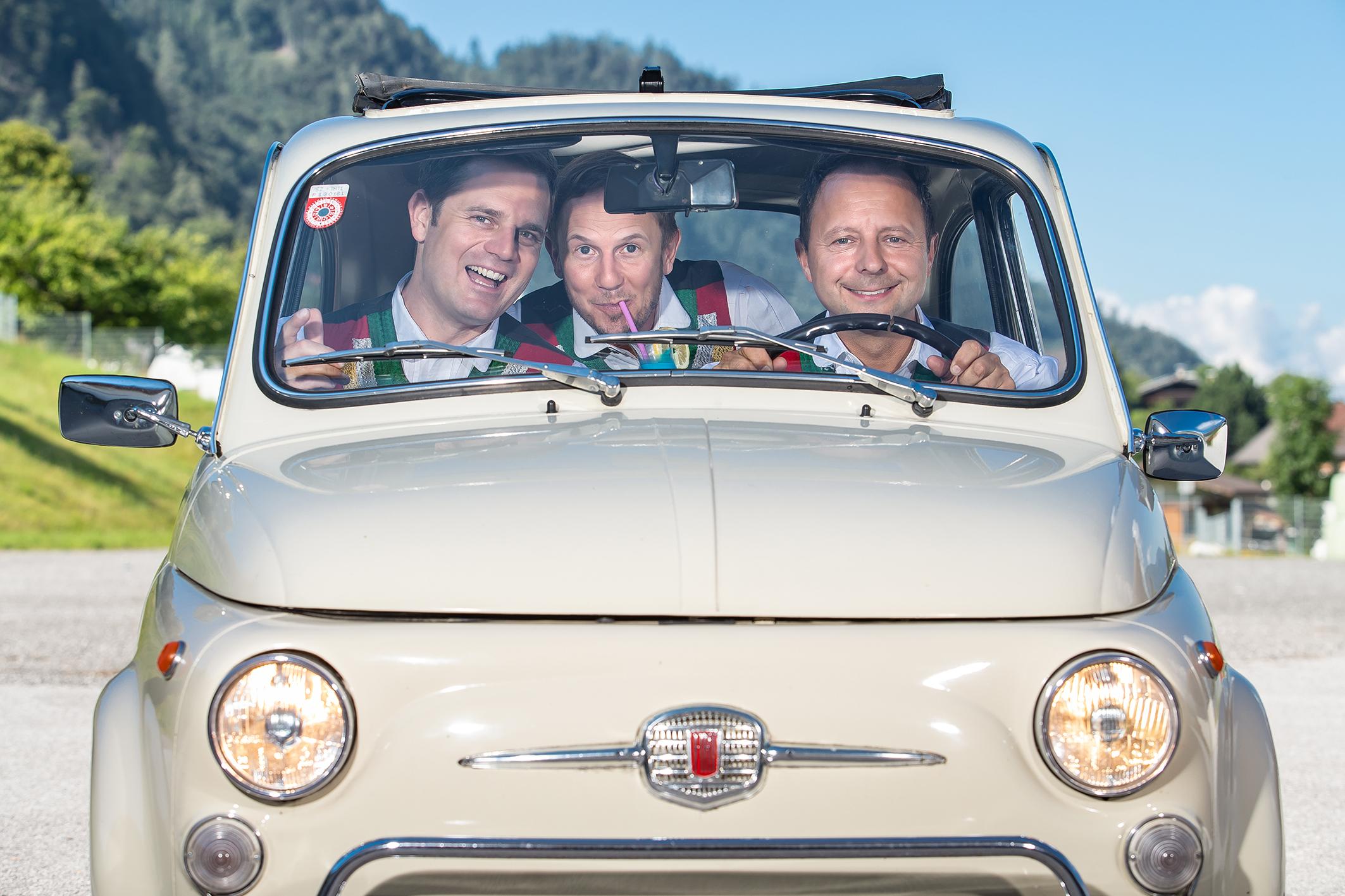 Die jungen Zillertaler im Fiat 500