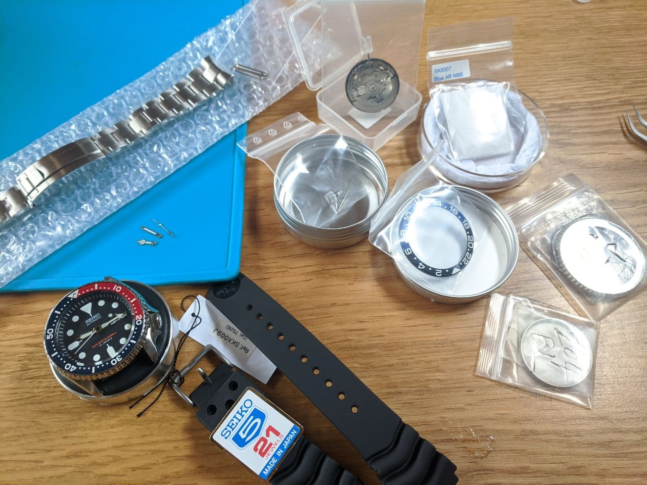 Seiko mods in the UK: Seiko SKX009J1 Dive Watch component parts for modding bezel, insert crystal movement, hands, steel chapter ring. Stainlees steel watch with diver bezel!