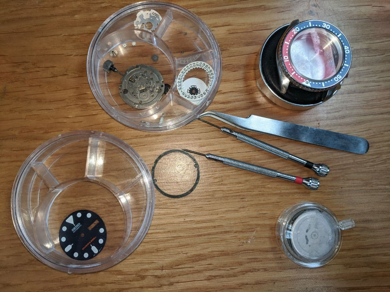 Seiko mods in the UK: Seiko 7S26 / 4R36 / NH36 day/date change. Movement upgrade replacement for Seiko Divers watch.