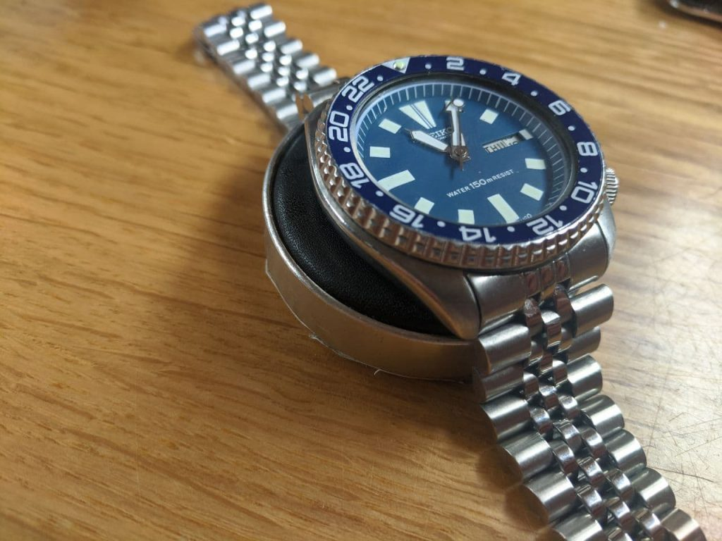 Seiko 6309 Mod - The watch is missing a part causing a wobbly bezel amoung other problems. Blue Vintage seiko 6309 - Before work by wellingtime
