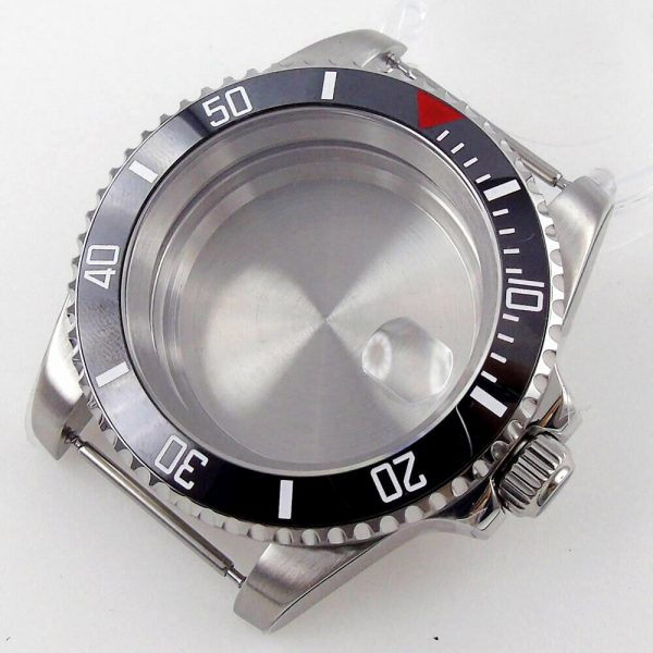 submariner case black bezel with red triange with cyclops