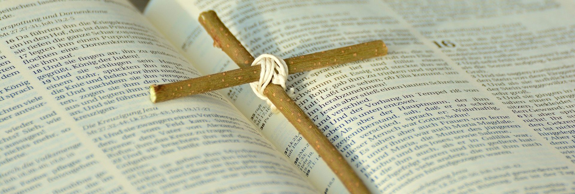 bibel und kreuz