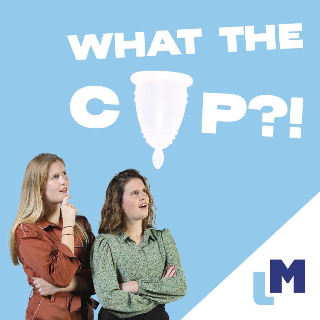 Twee vrouwen bekijken de menstruatiecup