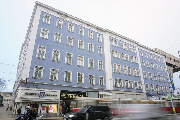 Blaues Haus und äußere Mariahilfer Straße, 1150 Wien