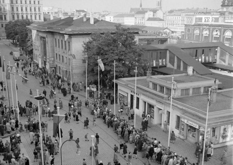 historisches Foto eines Bahnhofs