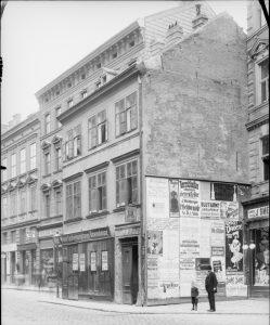 Wohnhaus des Dichters Ferdinand Sauter. Straßenfront schräg von rechts.