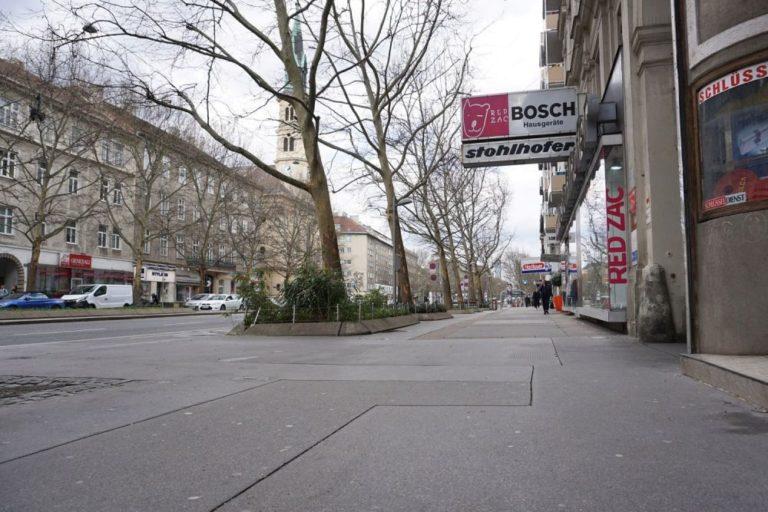 Gehsteig der Praterstraße in Richtung Praterstern, Wien-Leopoldstadt (2. Bezirk)