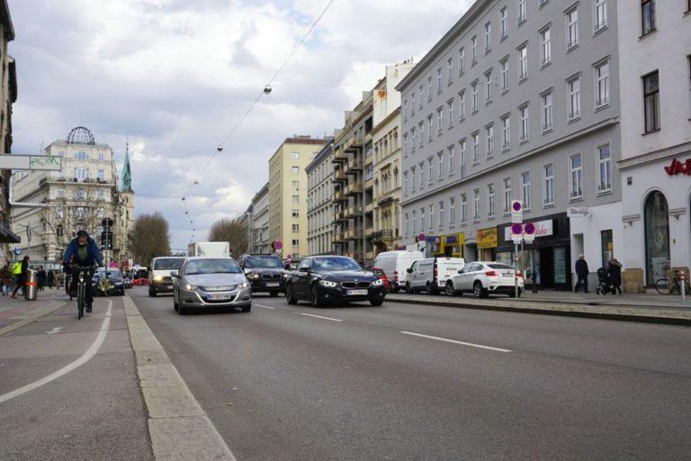 Verkehr auf der Praterstraße Richtung Praterstern, Nestroyplatz,