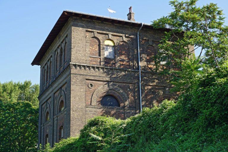denkmalgeschützter Wasserturm am Nordbahnhofgelände in Wien-Leopoldstadt