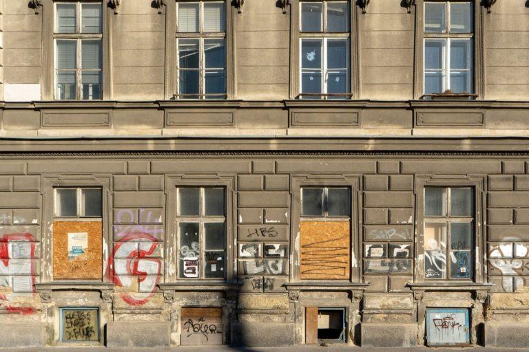 Erdgeschoßfassade des Gründerzeithauses Hetzgasse 8 in Wien Landstraße (3. Bezirk)
