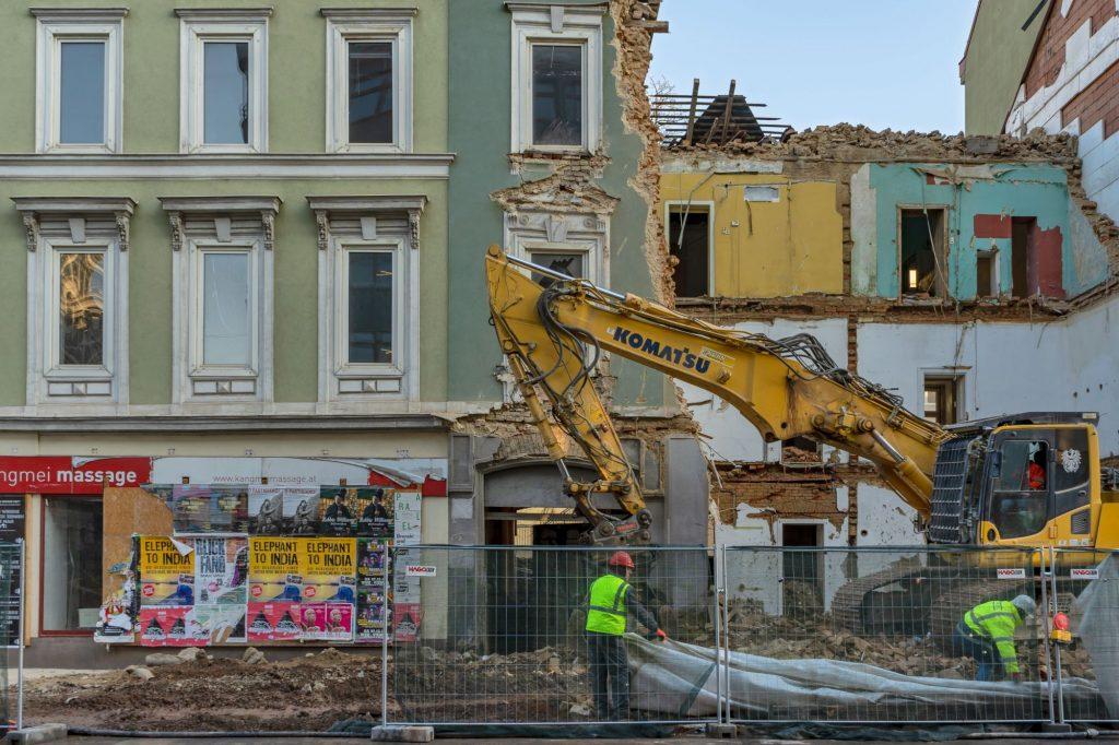 altes Haus Hofmühlgasse 6 wird wegen U-Bahn-Baus abgerissen, 2019, Wien-Mariahilf