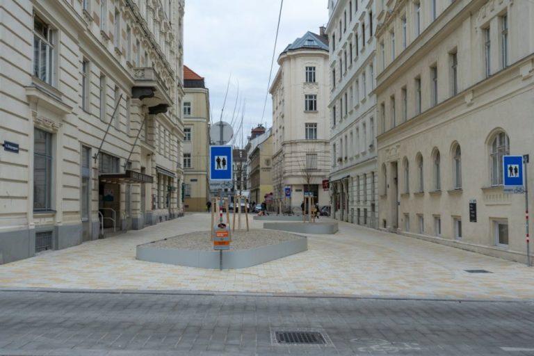 Königsegsgasse zwischen Loquaipark und Otto-Bauer-Gasse, Fußgängerzone, Wien, 6. Bezirk