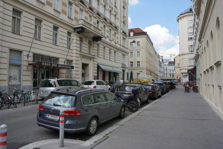 Königsegggasse, Haus der Begegnung, vor der Umbau zur Fußgängerzone, Wien-Mariahilf