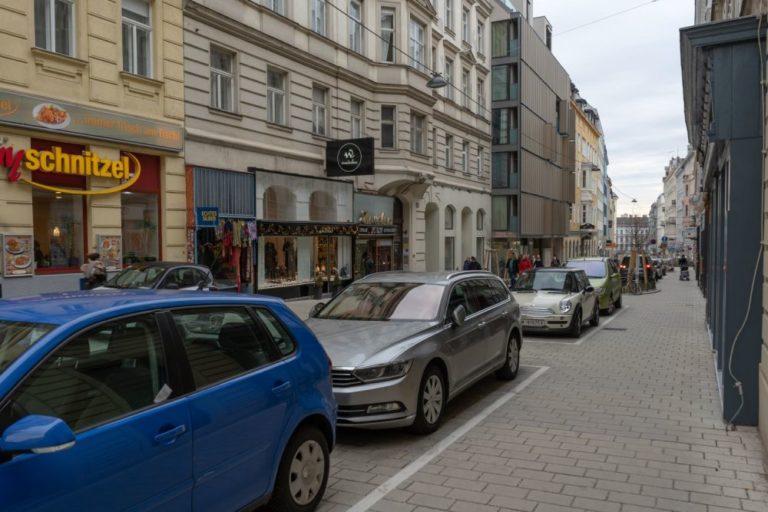 Otto-Bauer-Gasser nach der Umgestaltung zur Begegnungszone, Wien, 6. Bezirk, 2019