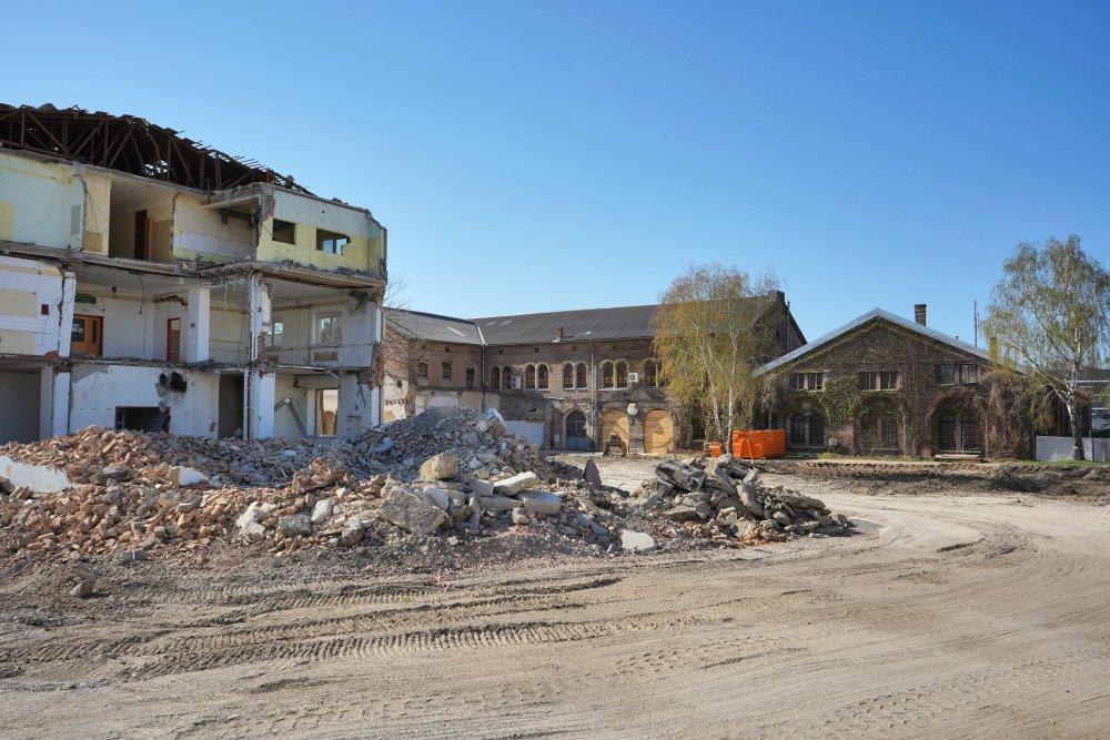 Neues Landgut während des Abrisses eines ÖBB-Bürohauses, Wien-Favoriten