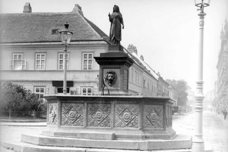 Isisbrunnen am Albertplatz, Aufnahme aus dem Jahr 1904, Wien